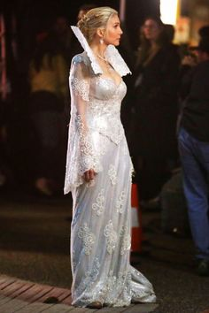 Elizabeth Mitchell as the Snow Queen | http://onceuponatimeabc.filminspector.com/2014/10/the-snow-queen-is-coming.html