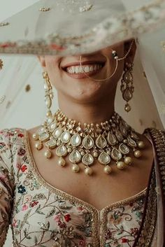 Ivory Floral Wedding Lehenga with bridal choker jewellery. Indian Jewelry Sets, Indian Wedding Jewelry, India Jewelry, Bridal Jewelry, Indian Bridal Outfits, Indian Designer Outfits, Indian Dresses, Desi Wedding, Floral Wedding