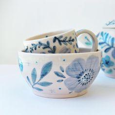 Ceramica hecha a mano en torno de alfarería por Agus Lopes Ceramic Cups, Ceramic Art, Diy Design, Design Art, College Crafts, Serveware, Tableware, Healthy Juices, Cup And Saucer