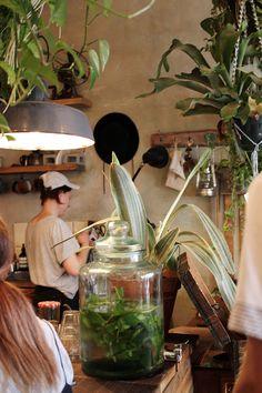 Kaffeeklatsch: Roamers (Berlin), re-visited Restaurant Berlin, Berlin Cafe, Food Design, Roamers Berlin, Activity Room, External Lighting, Living Room Lounge, Minimal Decor, Brunch