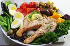 GRILLED-SALMON-NICOISE-PLATTER