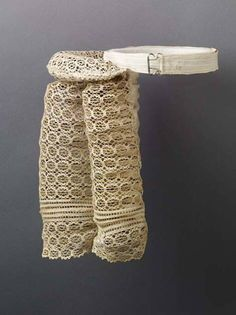 Bustle 1885 LACMA Cotton machine-made lace, cotton twill, and coiled wire, 11 x 7 in. Vintage Corset, Vintage Underwear, Vintage Lingerie, Antique Clothing, Historical Clothing, Amphi Festival, 1880s Fashion, Vintage Outfits, Vintage Fashion