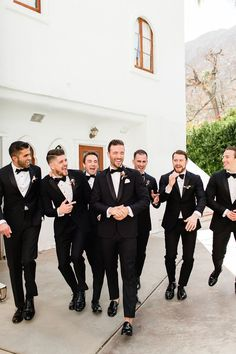 Groomsmen Wedding Photos, Bridesmaids And Groomsmen, Wedding Groom, Black Tux Wedding, Black Groomsmen Suits, Groomsmen Poses, Table Wedding, Black Suit Groom, Party Wedding