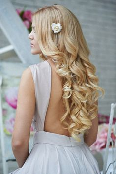 long wave wedding hairstyle with little flower