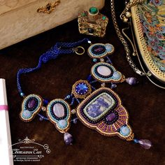 Колье с содалитом, халцедонами, аметистами, Swarovski, бусинами флюорита и чешского стекла, японским и чешским бисером. Гипоаллергенная фурнитура Tierra Cast. Нашло хозяйку) Спасибо #музейисториигородауу за место для съемки) #мастерская_син #sinbead #sinbeadjewelry #jewelry #necklace #Swarovski #beadwork #beads #beadembroidery #beadedjewelry #украшение #колье #сваровски
