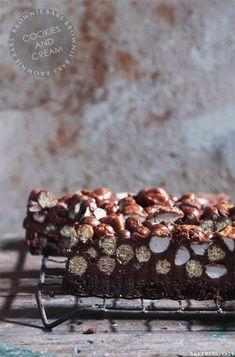 Crunchy Cookies & Cream Brownie Bars