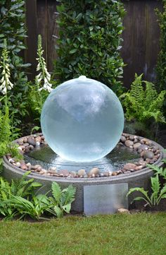 Aqua Globe offers many different water features and garden water features at discounted prices that can be bought online. Garden Trellis, Garden Planters, Garden Spheres, Diy Water Feature, Sphere Water Feature, Ancient Chinese Architecture, Look 2015, Lush Lawn, Small Backyard Landscaping