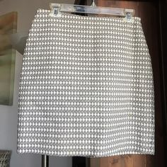 "Ann Taylor patterned cotton skirt Lined as shown. Perfect condition, only worn a few times. 18"" length. Ann Taylor Skirts Pencil"