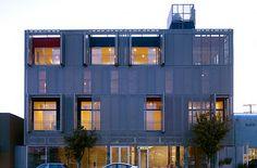Cherokee Studios, Los Angeles Brooks + Scarpa Complejo de apartamentos y oficinas donde fueran antes los estudios Cherokee. El estudio usa refrigeración pasiva, la entrada de luz natural es importante porque minimiza el uso de luz eléctrica. La mayoría de la ilumación usa focos o bombillas LED