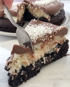 No bake chocolate tart with ganache and berries – Frederikke Wærens Cereal Recipes, Cake Recipes, Dessert Recipes, Köstliche Desserts, Delicious Desserts, Cream Puff Cakes, Salted Caramel Fudge, Digestive Biscuits, Oreo Cake