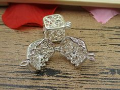 Amount:You will receive 2 pieces  Measurements:13x13x13mm  Weight:3.2g  Material: Metal Alloy,Nickel free, Lead free