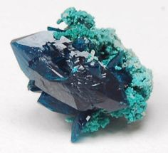 Veszelyite - zinc/ copper/ phosphorous. Found with secondary copper deposits / Mineral Friends <3