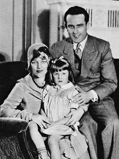 Mildred Davis Lloyd, Harold Lloyd, & their daughter Gloria