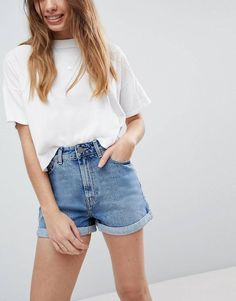 Find the best selection of ASOS DESIGN denim Ritson mom short in vintage blue. Shop today with free delivery and returns (Ts&Cs apply) with ASOS! Look Short Jeans, Jean Short Outfits, Jeans For Short Women, Short Shorts, Smart Casual Outfit, Summer Smart Casual, Denim Shorts Outfit, Mom Jeans Shorts, Casual Shorts