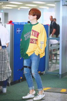 Seventeen Scoups, Jeonghan Seventeen, Fashion Idol, Kpop Fashion, Airport Fashion, Style Fashion, Petite Fashion, Curvy Fashion, Korean Fashion Men