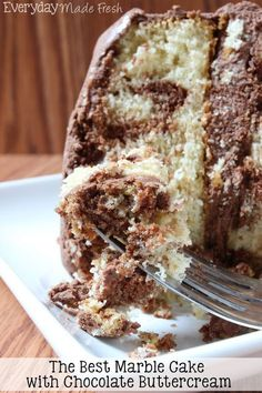The Best Easy Marble Cake with Chocolate Buttercream Frosting is better than any bakery cake you can buy. A simple beginner recipe that uses only one cake batter! Köstliche Desserts, Delicious Desserts, Dessert Recipes, Marble Cake Recipes, Marble Cake Recipe Moist, Fresh Strawberry Cake, Chocolate Buttercream, Cake Chocolate, Buttercream Cake