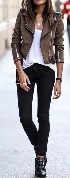 60 Trending Fall Street Style Outfit Ideas To Upgrade Your Wardrobe Suede Biker Jacket + White Tee + Black Jeans Fashion Mode, Look Fashion, Trendy Fashion, Winter Fashion, Fashion Outfits, Womens Fashion, Fashion Tips, Fashion Boots, Jackets Fashion