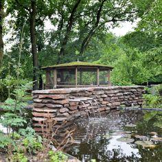 Gestapelde Natuurstenen Muren maken met vlakke Flagstones! Foto's Flagstone, Pond, Gazebo, Arch, Outdoor Structures, Cabin, House Styles, Decor, Pictures