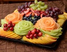 New Fruit Plate Designs Vegetable Carving Ideas New Fruit, Fruit And Veg, Fresh Fruit, Fruit Platter Designs, Platter Ideas, Fruits Decoration, Fruit Plate, Fruit Trays, Fruit Art