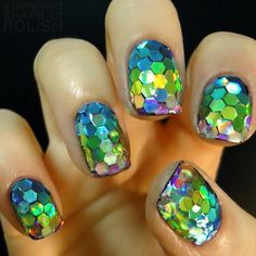 Glitter Fish Scale Manicure, Cool 3D Nail Art, http://hative.com/cool-3d-nail-art/,
