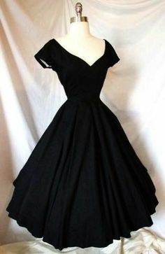 Exquisite Vtg Cocktail Party Portrait Dress ~ Black ~ Wedding Evening Gown - Cocktail Party Little Black Dress. Source by teressam - Retro Mode, Vintage Mode, Vintage Tea, Wedding Evening Gown, Evening Gowns, Vintage Outfits, Dress Vintage, Vintage Cocktail Dress, 50s Outfits