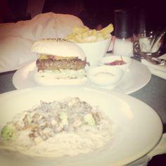 Erstmal noch #Roomservice bestellt :D #burger #spaghetti #truffles