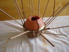 Postup na pletenie sliepky 4 - misku otočíme a dopleteme do tvaru koule