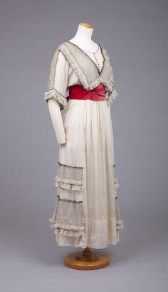 Дневное платье, 1910-1915 гг. Крепдешин, бархат, шифон, сетка, кружево. The Goldstein Museum of Design.