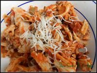 Six Sisters Slow Cooker Pizza Bake {Freezer Meal} on MyRecipeMagic.com. This makes a lot so we jsut freeze half! #sixsistersstuff