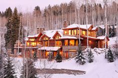 Im dreaming of a house just like this..wouldnt it be sooooo pretty decorated up for Christmas ???