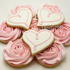 Daint Heart Cookie I detest frosting on cookies and too much of it on. - Cookie recipes or inspirational pictures - Valentines Day Cookies, Valentines Baking, Mother's Day Cookies, Fancy Cookies, Heart Cookies, Iced Cookies, Cute Cookies, Birthday Cookies, Royal Icing Cookies