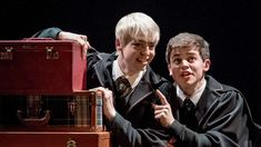 potter and the cursed child - albus potter e scorpious malfoy Harry Potter Curses, Harry Potter Cursed Child, Harry Potter Stories, Harry Potter Universal, Harry Potter Fandom, Harry Potter Memes, Scorpius And Albus, Scorpius Malfoy, Anthony Boyle