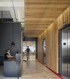 Interior Design Wood Walls Fresh Fice tour Inside Synapse S Seattle Fices – Modern Corporate Office Design Corporate Interiors, Corporate Design, Office Interiors, Retail Design, Architecture Design, Architecture Restaurant, Commercial Interior Design, Commercial Interiors, Office Lobby