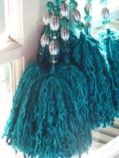 adornos en lana o totora ile ilgili görsel sonucu How To Make Tassels, Diy Tassel, Shades Of Teal, Yarn Thread, Passementerie, Ribbon Art, Felt Fabric, Bead Art, Boho Fashion