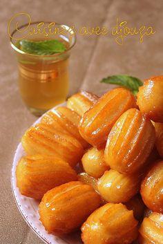 Tulumba tatlisi est un délicieux gâteau populaire en Turquie surtout au Ramadan. Ce beignet turc est un boudin de pâte frite imbibée de sirop parfumé.
