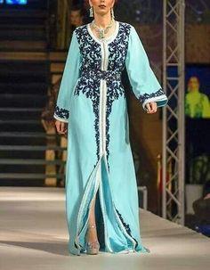Magnifique takchita bleu ciel et couture bleu nuit