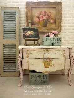 Marie-Antoinette commode Shabby rose pâle, Panier de roses romantiques, Mobilier de maison de poupée française échelle 1/12