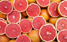 This juicy citrus fruit offers a lot of health benefits. Grapefruit Nutrition Facts, Health Benefits Of Grapefruit, How To Eat Grapefruit, No Calorie Snacks, Diet Snacks, Fruit Company, Gastro, Acide Aminé, Slushies
