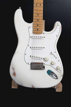 Stratocaster Olimpic White Relic Design: Cristh Rod Guitars  http://www.cristhrodguitars.com/works/olimpic-white-relic/