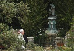 Pope visits hermitage and cell of St. Francis in Assisi