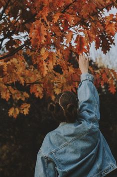 Photoshoot Ideas To Get Some Graceful Inspo - C Autumn Photography, Girl Photography Poses, Creative Photography, Landscape Photography, Travel Photography, Autumn Aesthetic Photography, Photography Settings, Halloween Photography, Woods Photography