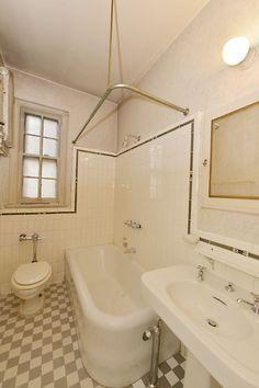 20 39 S Curved Corner Cast Iron Bath Tub Vintage Decor Pinterest Bath Tubs Tubs And Corner