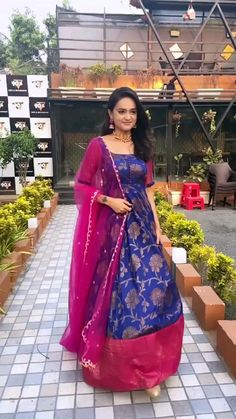 Party Wear Long Gowns, Party Wear Indian Dresses, Designer Party Wear Dresses, Indian Gowns Dresses, Kurti Designs Party Wear, Dress Indian Style, Indian Fashion Dresses, Indian Designer Outfits, Indian Dresses For Women