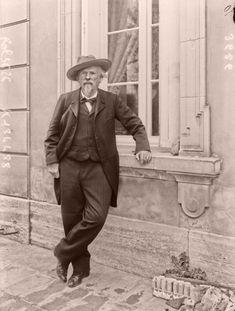 Frédéric Mistral. 25 mars 1914 : mort de l'écrivain, poète et lexicographe Frédéric Mistral. Histoire de France. Patrimoine. Magazine