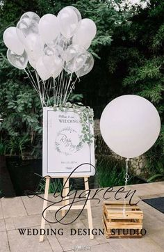 Spring is the perfect time for a wedding, with all its natural beauty and the freshness of the season. Greenery wedding decor is easy way to add nature and styl Wedding Welcome Signs, Wedding Signs, Diy Wedding, Wedding Ceremony, Rustic Wedding, Dream Wedding, Wedding Day, Table Wedding, Decor Wedding