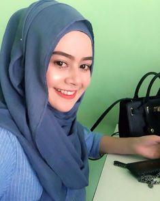hijaber lebay #wanitahijabers Muslim Fashion, Hijab Fashion, Hijab Tutorial, Hijab Outfit, Style, Swag, Hijabs, Hijabs, Moslem Fashion