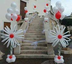 Beautiful balloon decorations for framing the entrance to your church. A special asset for your wedding!
