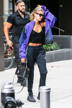 - Women's style: Patterns of sustainability Athleisure Trend, Hailey Baldwin Style, Streetwear, Haily Baldwin, Baskets, Street Style, Look Chic, Everyday Outfits, Trends