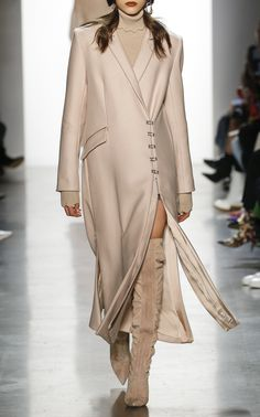 Get inspired and discover The Edit: Forever-Classic Coats trunkshow! Shop the latest The Edit: Forever-Classic Coats collection at Moda Operandi. Winter Fashion Outfits, Modest Fashion, Autumn Winter Fashion, Fashion Dresses, Fall Winter, Minimal Fashion, Timeless Fashion, Glamour, Arab Fashion