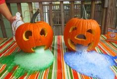 Halloween is only a few weeks away! Try these super fun science experiments in your classroom to get in the Halloween spirit. Halloween Jelly, Holidays Halloween, Halloween Kids, Halloween Crafts, Happy Halloween, Halloween Party, Bricolage Halloween, Halloween Science, Preschool Halloween